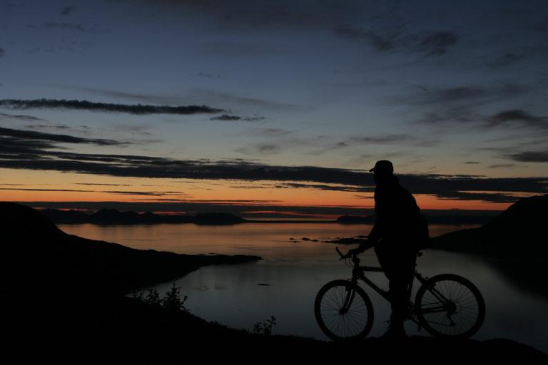 Når midnattssola er her, kan du sykle dag og natt © Frank Andreassen