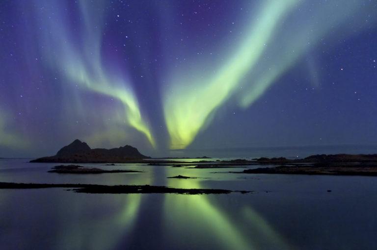 Høstnordlyset lyser over Gaukværøya i Bø © Øystein Lunde Ingvaldsen