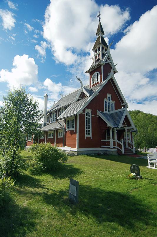 Neiden kapell er bygd i dragestil, og skal ligne på en stavkirke © Bjarne Riesto