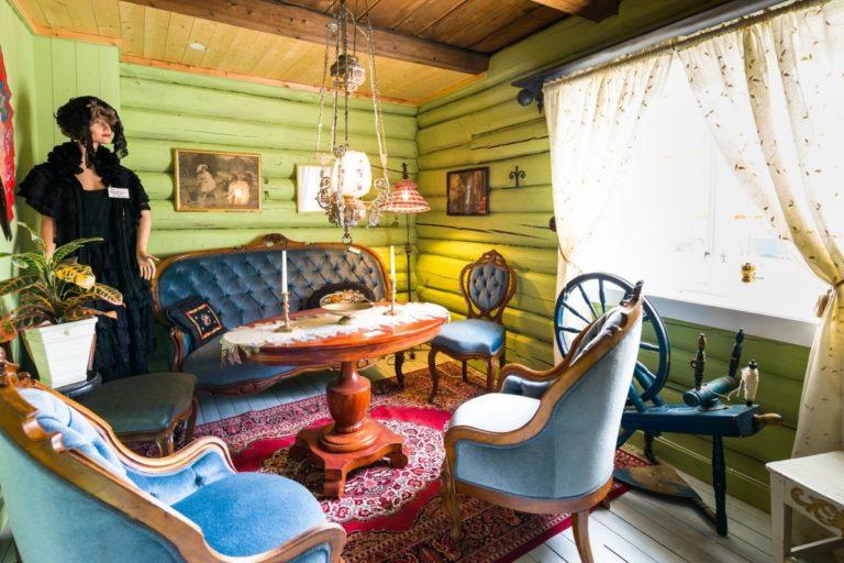 Alle stilarter preger de gamle salongene © Fru Haugans Hotel