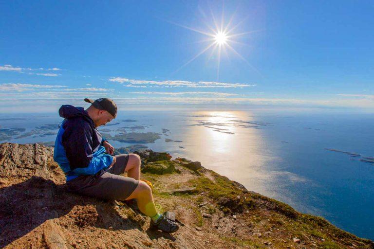 Vær forsiktig når du er på toppen av panna til Dønnamannen © Mats Hoel Johannessen