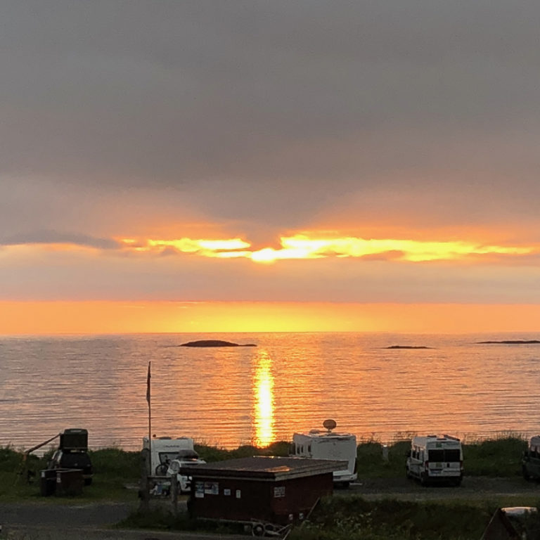 Full view of the Midnight sun © Midnattsol Camping