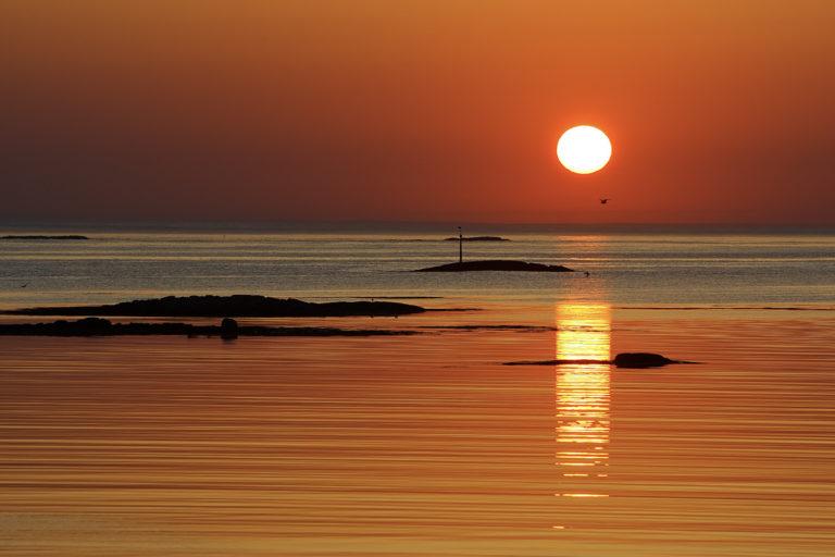Midnight Sun over the open sea © Marten Bril