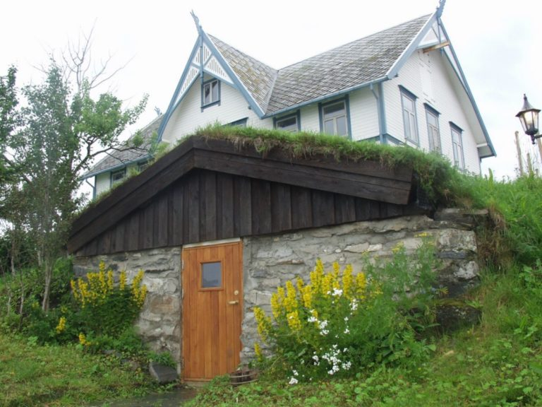 Jordkjeller bak hovedhuset © Visit Harstad
