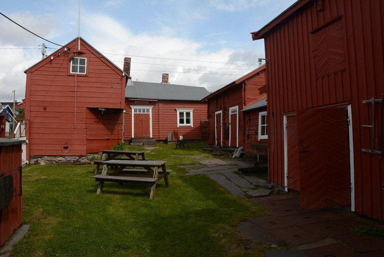 Inne på Tuomainengården i Vadsø © Knut Hansvold