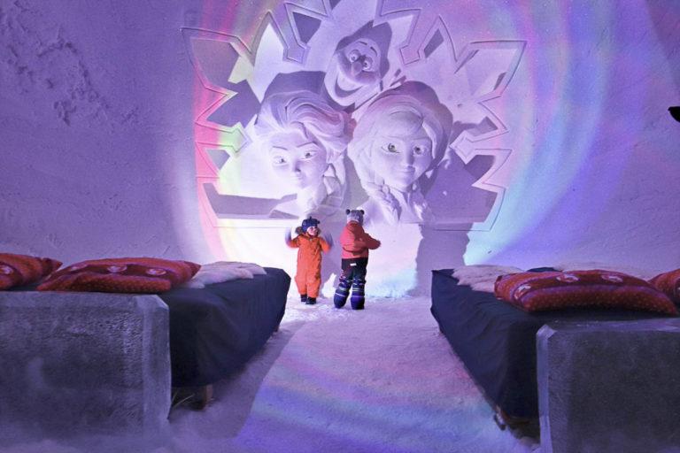 """Det er et nytt tema i innredningen hvert år. Her er det """"Frost"""" © Kirkenes Snow Hotel"""