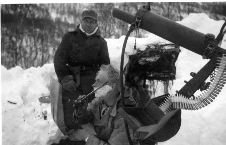 Barbering med bajonett ved fronten © Narvik Krigsmuseum