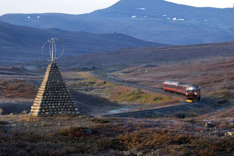 Toget krysser Polarsirkelen © Rune Fossum