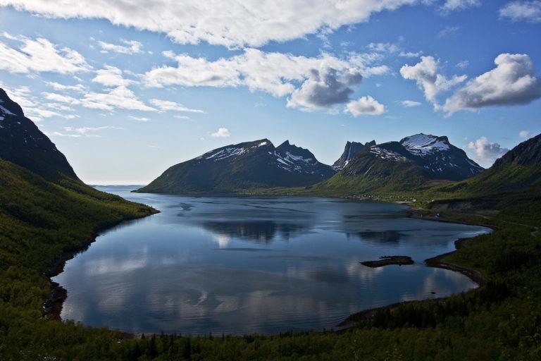 """Utsikten fra """"Magasuget"""" over Bergsfjorden © Hans Arne Paulsen"""