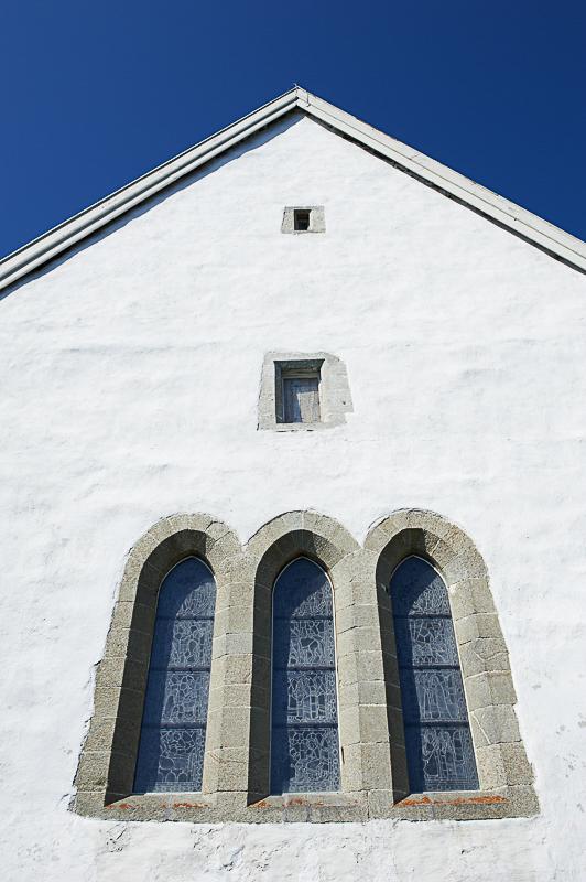 Korvinduene i Trondenes kirke sett utenfra © Bård Løken