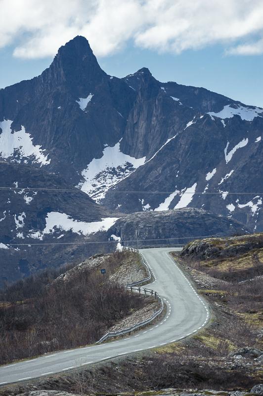 Nasjonal turistvei slynger seg mellom hav og fjell © Jarle Wæhler/Statens vegvesen