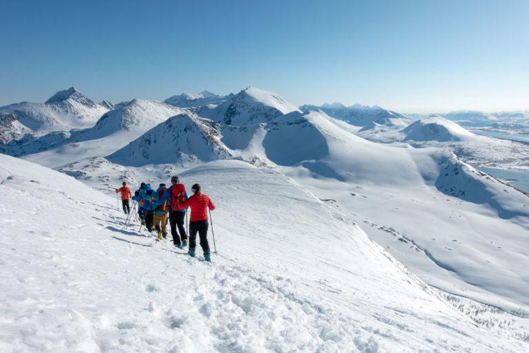 På vei tilbake fra toppen. Den beste skikjøringen skjer ikke i fra selve toppunktet. © Mats Hoel Johannessen