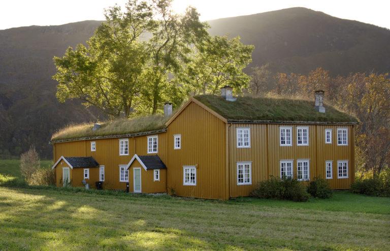 Løp gård ble bygd i flere etapper utover 1700-tallet © Ernst Furuhatt