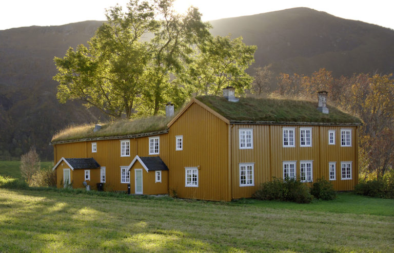 Løp is an old farm, where the main building was constructed in stages through the 18th c. © Ernst Furuhatt