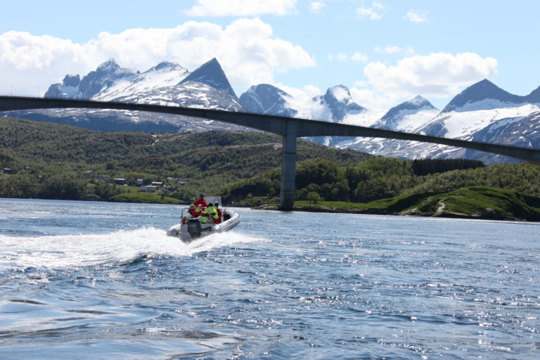 Heading under the Salstraumen bridge with the Børvasstindan peaks in the background © Roger Johansen