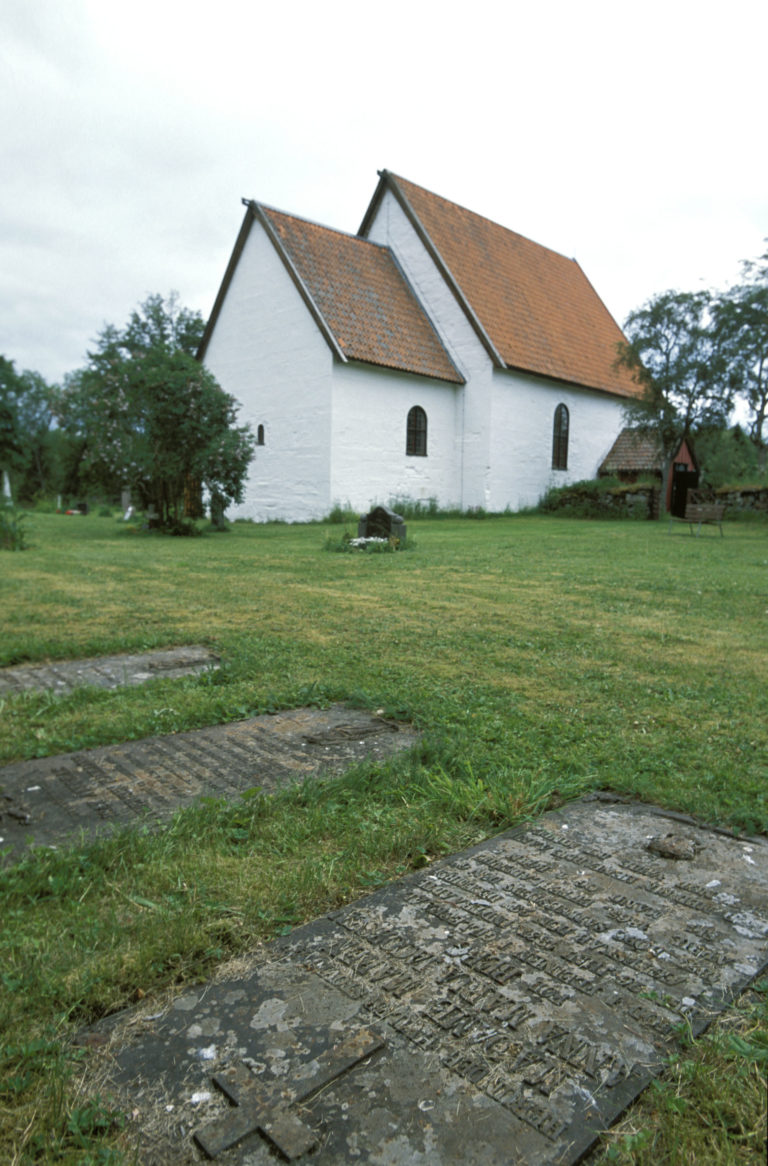 The Gildeskål old church dates from the early 12th c.© Terje Rakke/Nordic Life