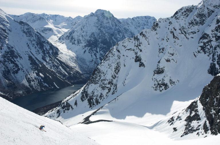 Skiing down to the little fjord called Kjosen © Svein Petter Aagaard