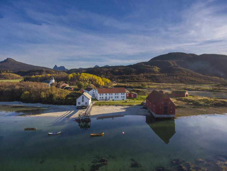 Vakre Kjerringøy i vakre høstfarger © Ernst Furuhatt