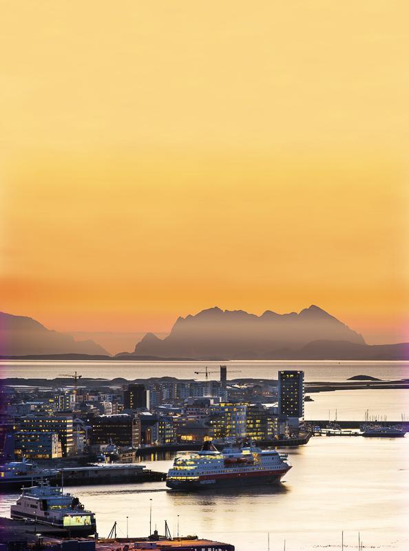 Vinterlys mot Sørfugløy © Ernst Furuhatt