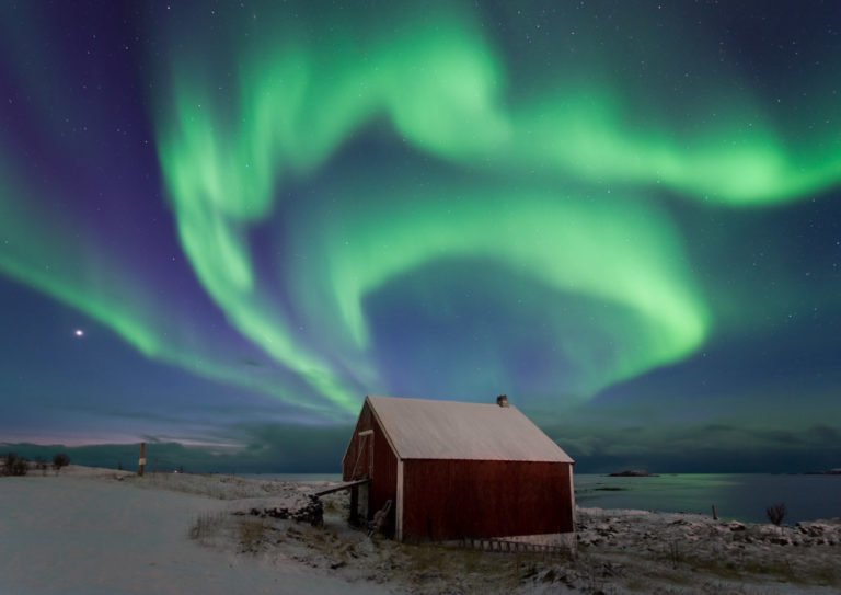 Northern Lights over a boathouse in Bø, Vesterålen Island © Øystein Lunde Ingvaldsen