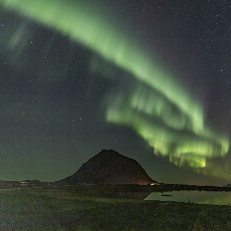 The island of Gimsøya with its unmistakable shape, and Aurora © Lofoten Aktiv
