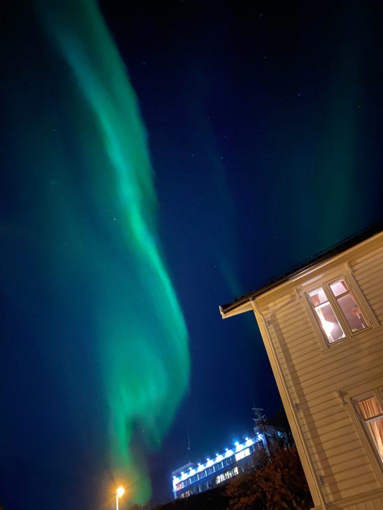 Bilder tatt med mobilkamera i bymiljø © Knut Hansvold