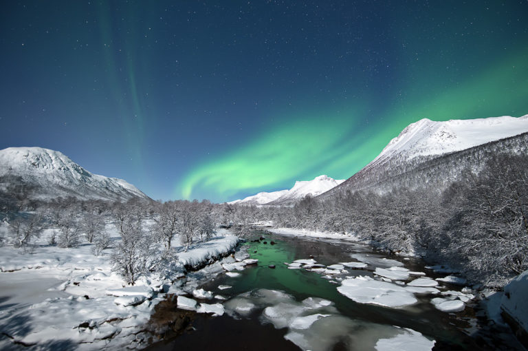 Northern Lights in moonlight, shot by © Vesterålen Tours, who excels in full moon Northern Lights photography