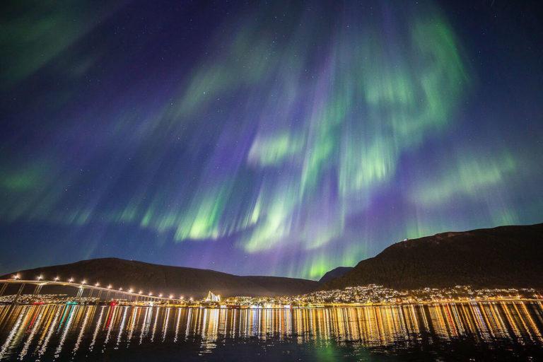 Bilde tatt i Tromsø sentrum av © William Copeland. Det viser at det er fullt mulig å ta bilder i sentrum, med noen forholdsregler.