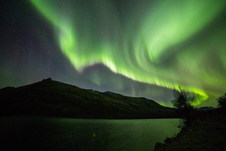 Autumn northern lights over Lake Nakkevatnet on the way to the village of Sjursnes © William Copeland