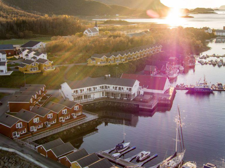 Solstråler over Kjerringøy bryggehotell © Flightseeing