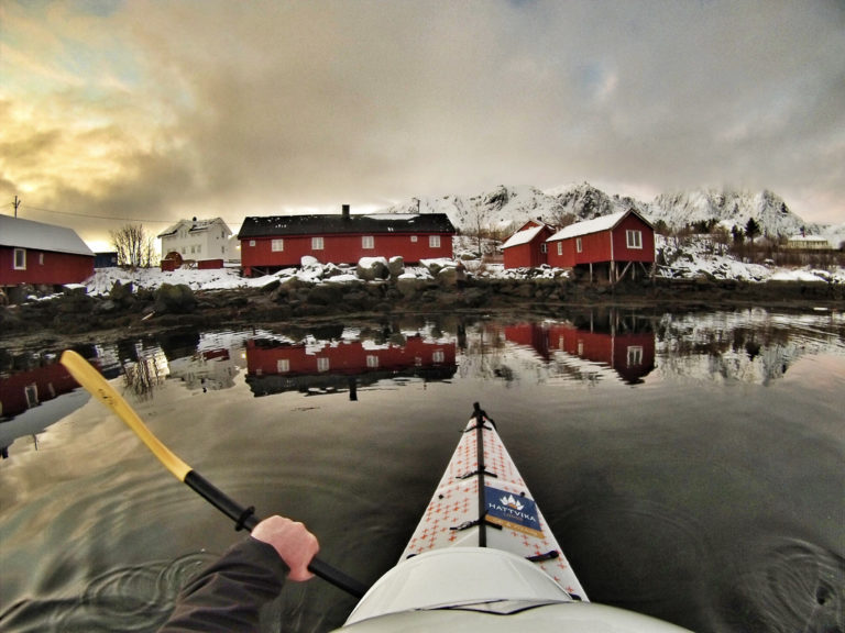 Red rorbuer mirroring in the water © Hattvika Lodge