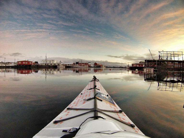 Winter kayaking in wonderful light © Hattvika Lodge