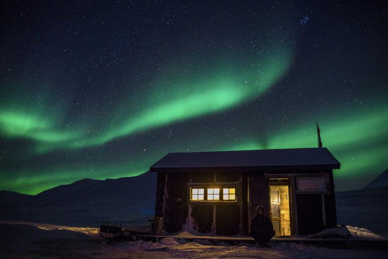 Så er det oss, hytta og nordlyset © Jan Hvizdal