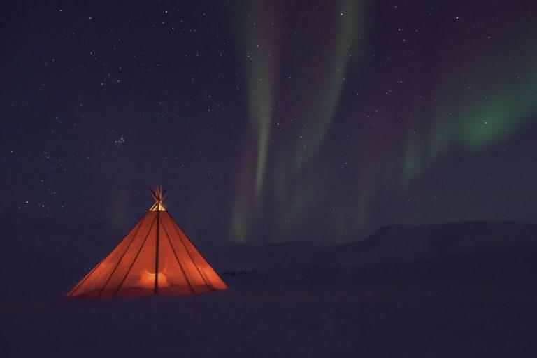 Dagnordlyset er rødt og grønt, mens kveldsnordlyset er grønnere © Kvabbe Grevlingsti