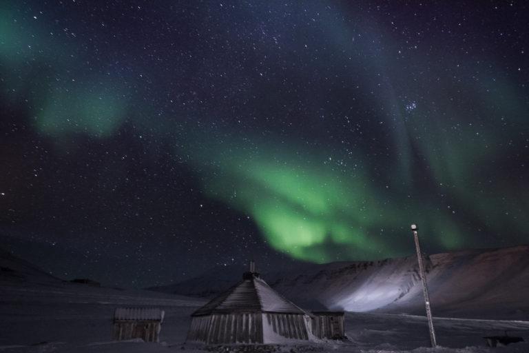 Bli med på tur ut på tundraen og se nordlyset langt fra byen © Polina Bublik