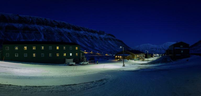 They beautiful blue light in winter in Longyearbyen © LP Lorentzen