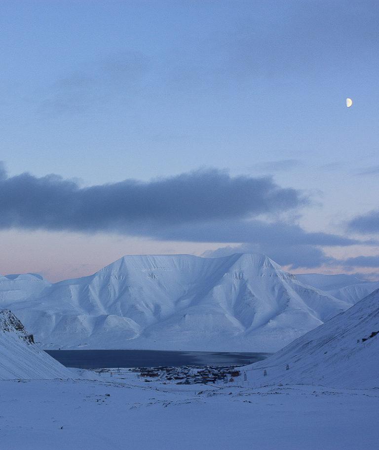 Longyearbyen sett fra Longyearbreen © Sophie Cordon