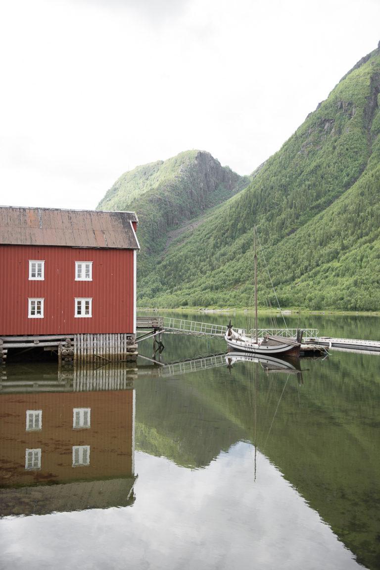 Nordlandsbåt fortøyd i Vefsna © Terje Rakke/Nordic Life