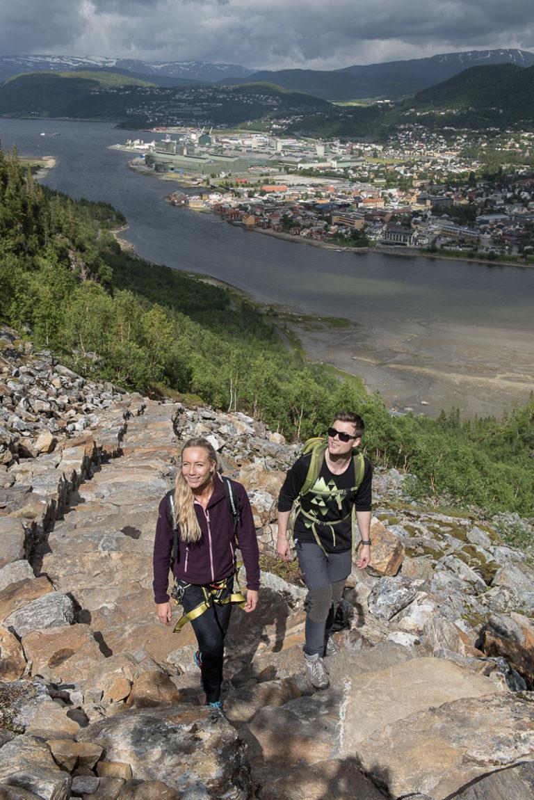 Sherpatrapp opp Øyfjellet med fantastisk utsyn mot Mosjøen © Terje Rakke/Nordic Life