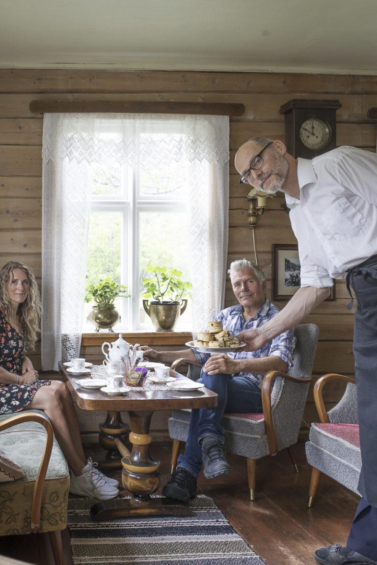 Kaffe på gammelt koppestell på Storjord Hotell © Kathrine Sørgård