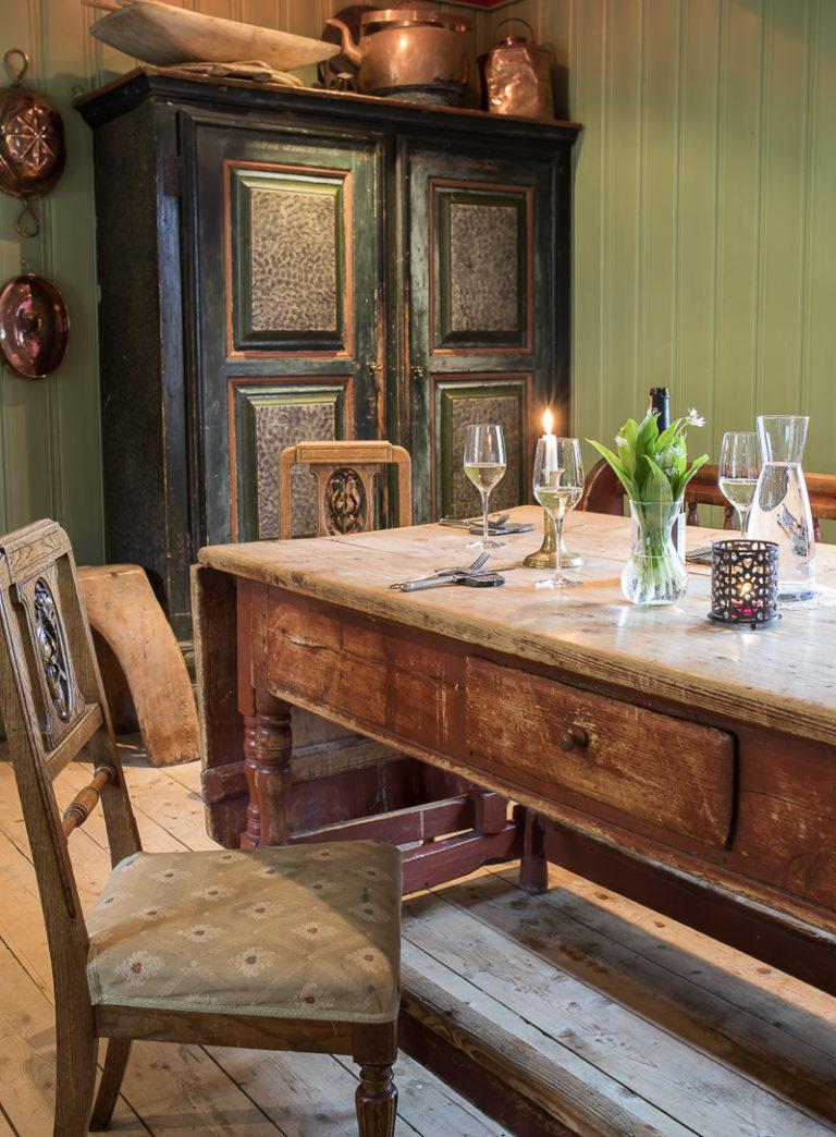 Bordet er dekket, men langt fra for første gang på Stenneset © Kathrine Sørgård