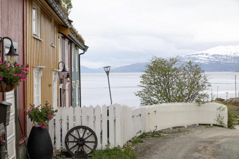 Malerisk bebyggelse på Moholmen, det aller eldste Mo © Kathrine Sørgård