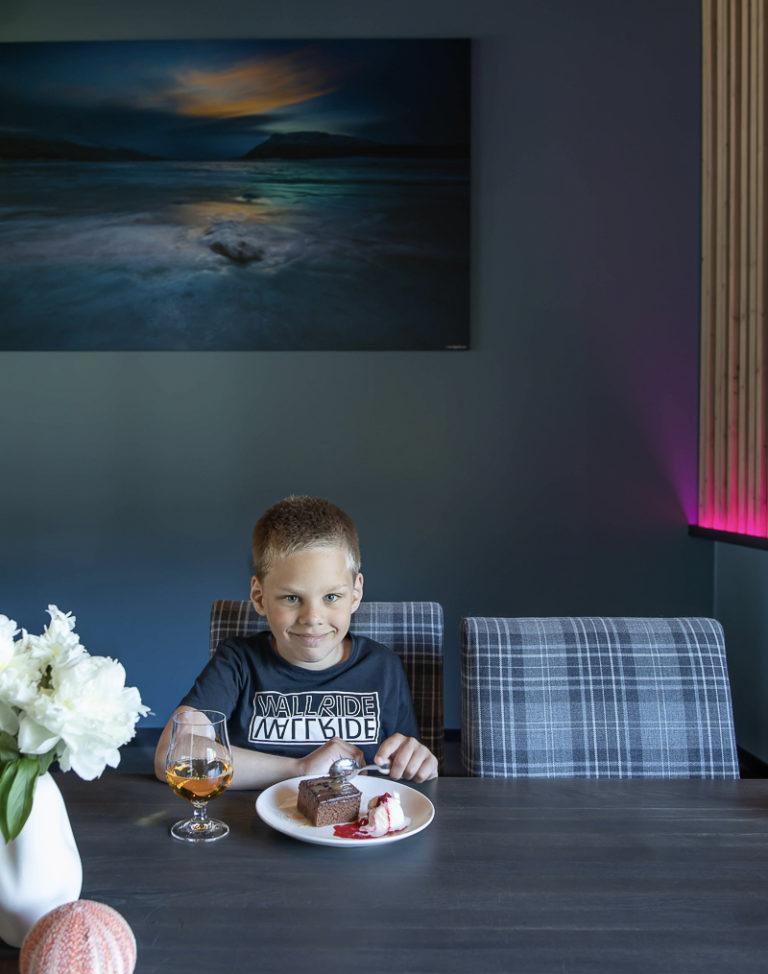 Dessert og eplejuice, godt etter en tur i utendørs badeland © Kathrine Sørgård