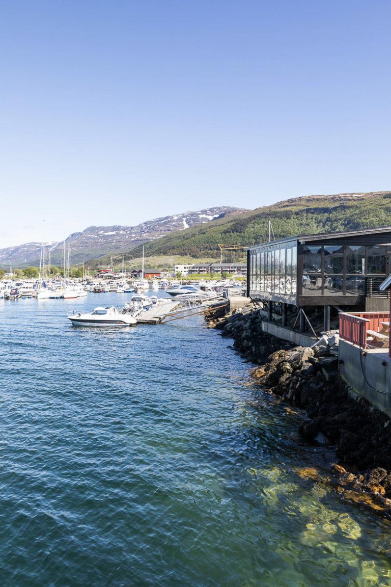 Brygge 66 på fergeleiet, og den lune småbåthavna © Kathrine Sørgård