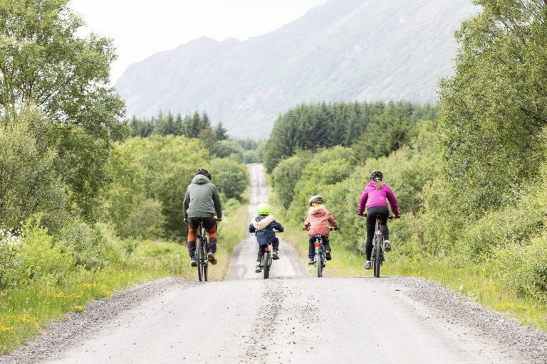 På rolige bygdeveier på Herøy. Her er det lite trafikk © Kathrine Sørgård