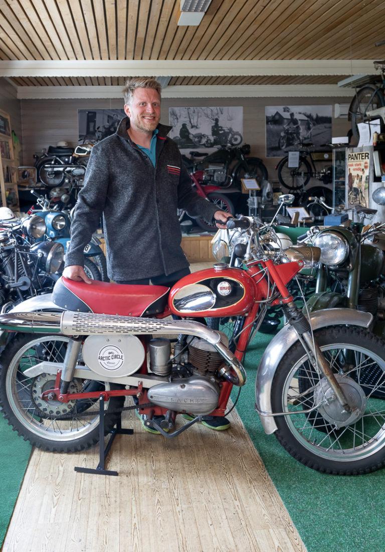 Her mangler bare eksosrypa. På en Tempo Cross 1965. Benny Sætermo, eier av Arctic Circle Motorcycle Museum © Kathrine Sørgård