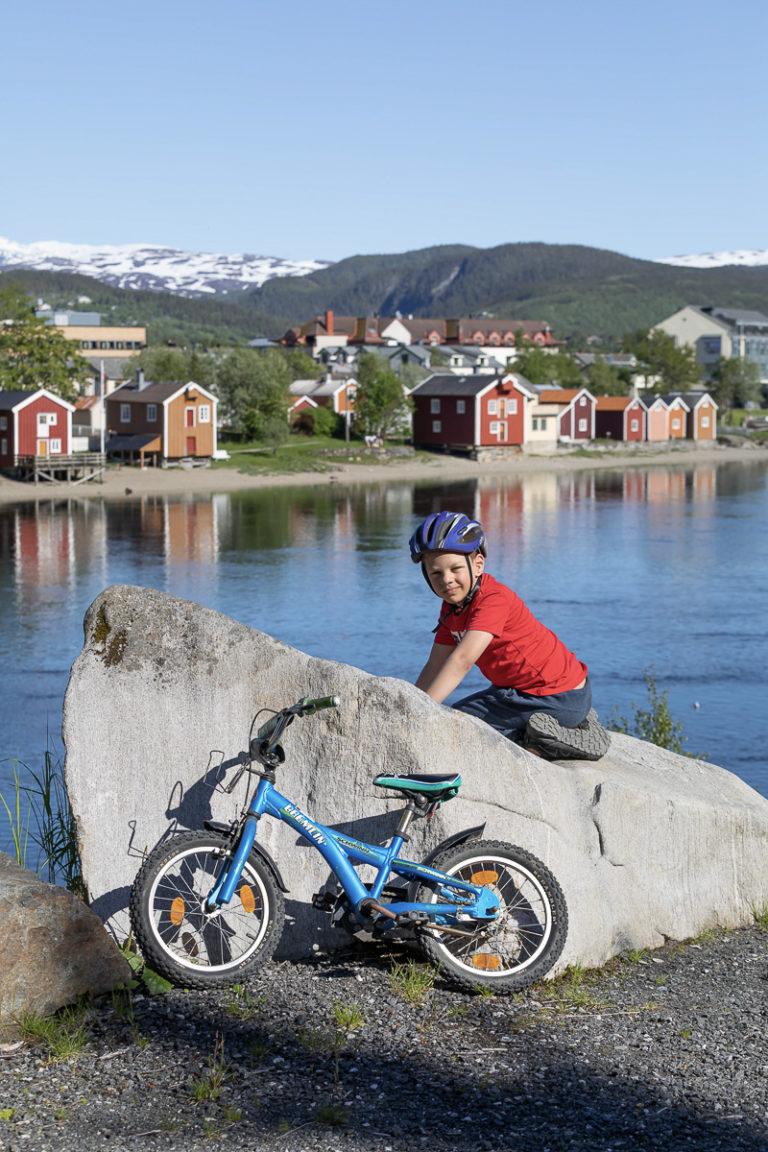 Mange spennende steder å utforske for en åtteåring © Kathrine Sørgård