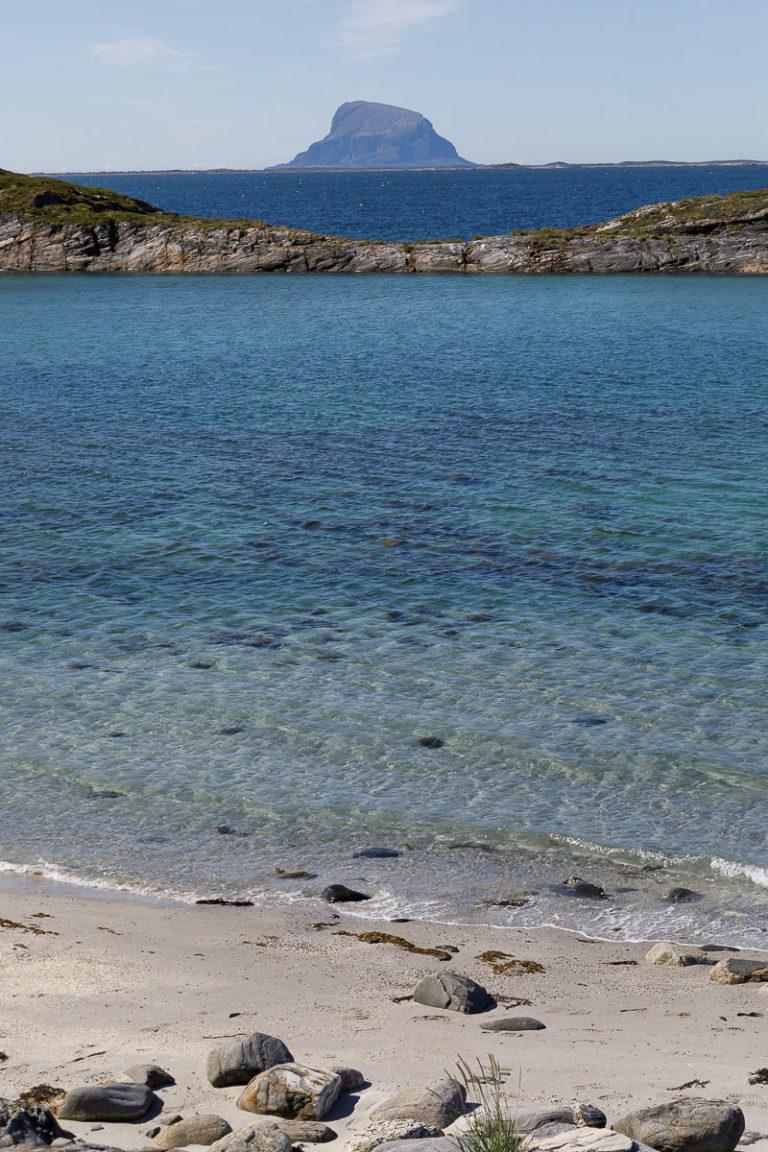 Ikke svøm fra Tomma til Lovund. Reis heller med RIB! © Kathrine Sørgård