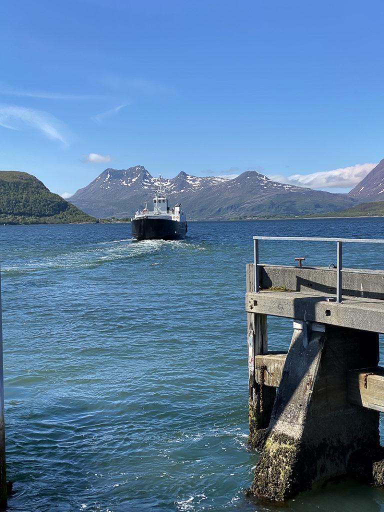 Det lukter tang og salt sjø på Nesna, ferga går til Tomma © Kathrine Sørgård