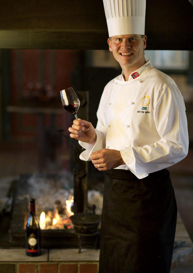 Det skal passe perfekt til maten, mener kokk Svein Jæger Hansen © Leif Karstensen